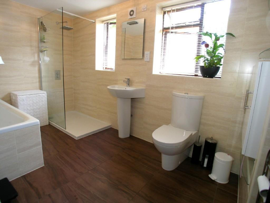 Beige brown family bathroom design ideas photos for Brown beige bathroom ideas