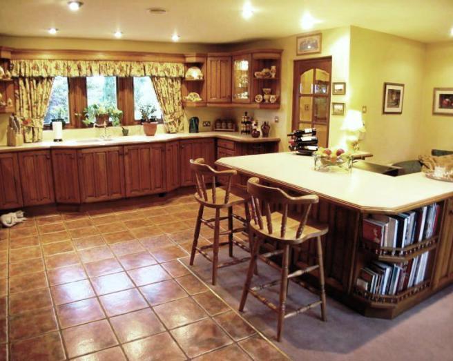 Farmhouse kitchen design ideas photos inspiration for Orange and brown kitchen decor
