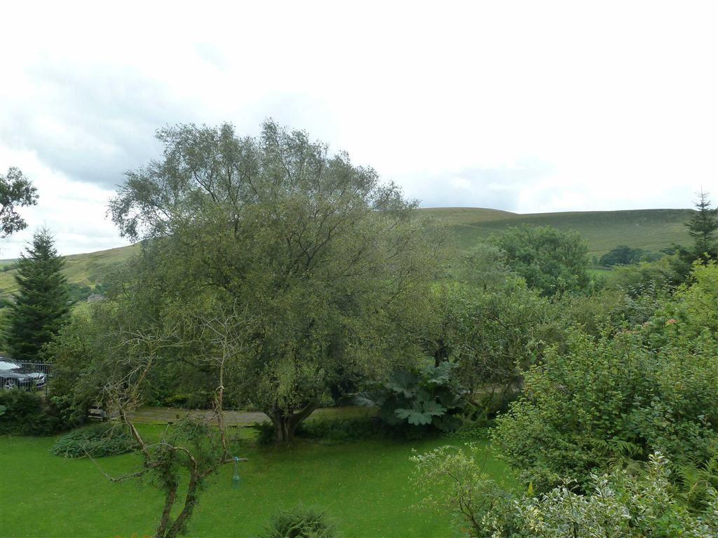 Views Over Land/Gard