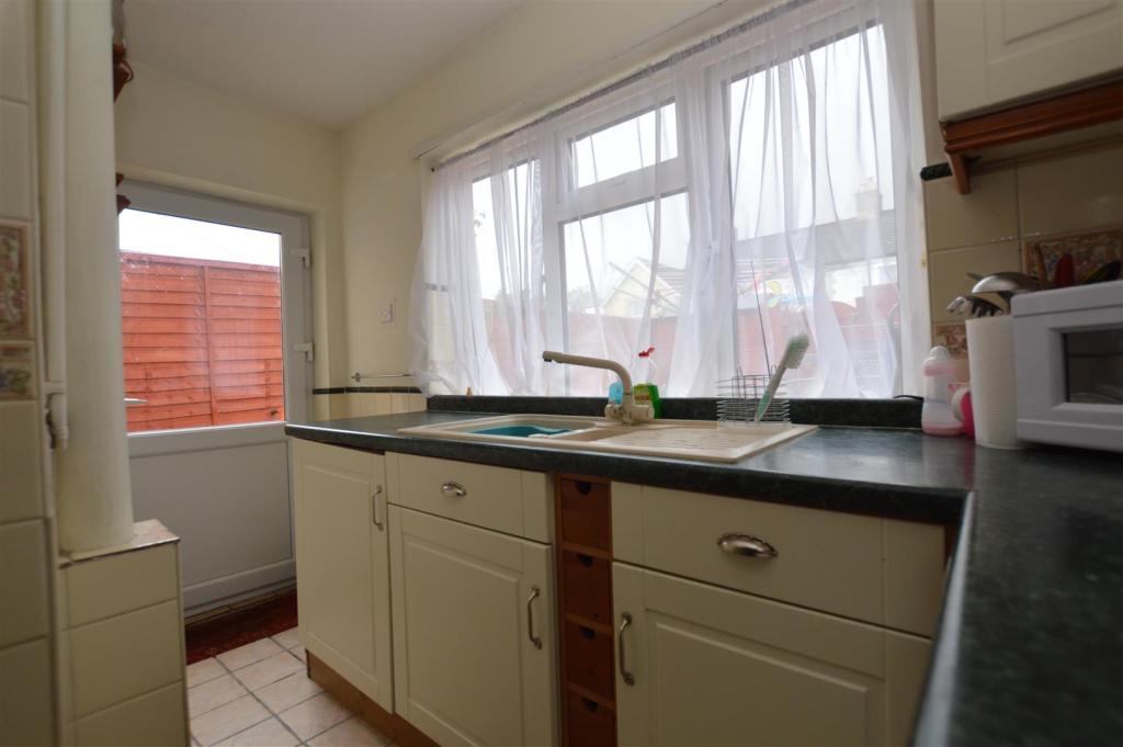 Kitchen (L-shaped)