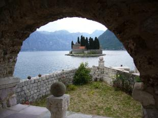 3 bed property in Perast