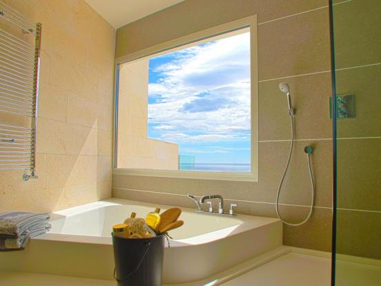 Luxury Villa in Cumbre del Sol, Bathroom