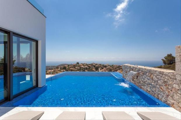Luxury Villa in Cumbre del Sol, pool