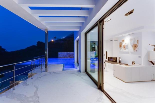 Luxury Villa in Cumbre del Sol, terrace