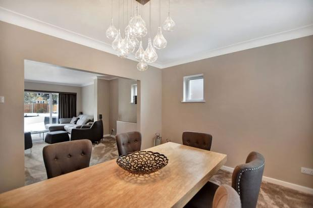 4 bedroom detached house for sale in warren road leigh on for The dining room leigh