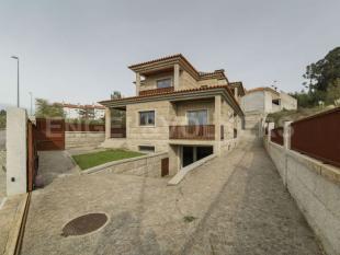 Oliveira do Bairro house