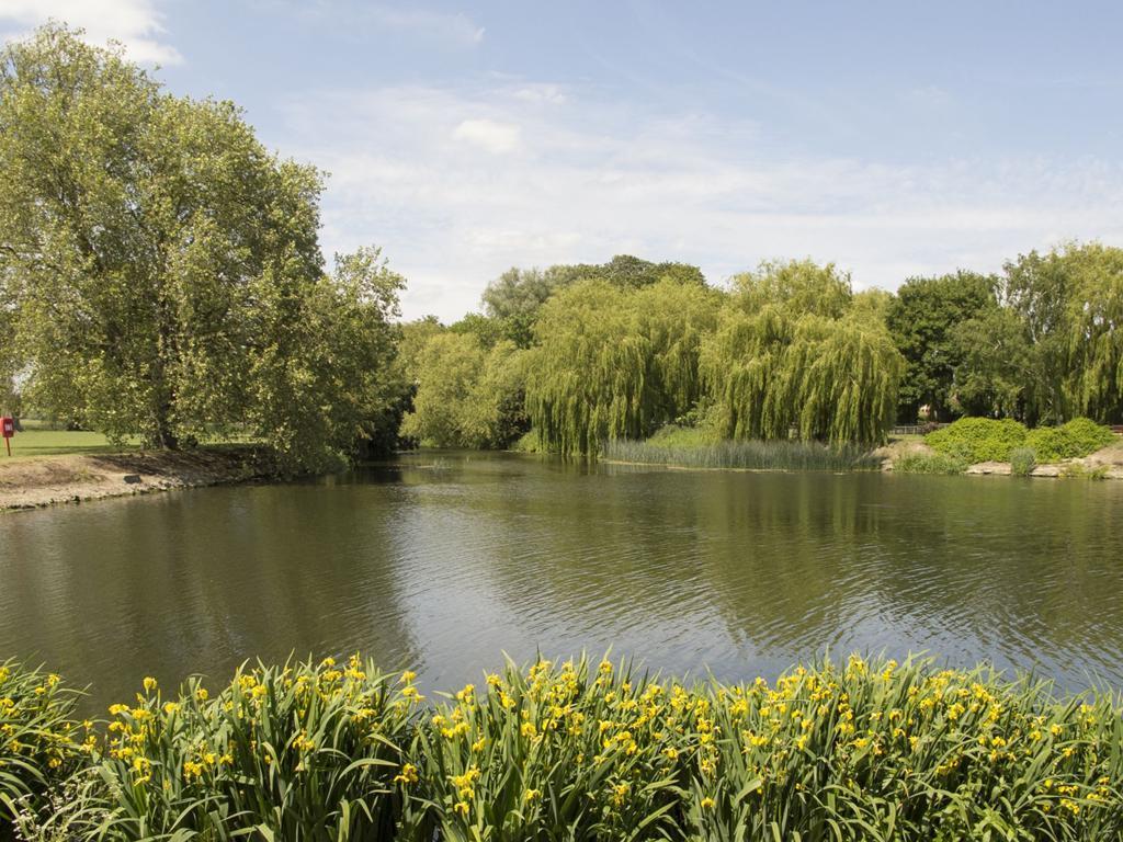godmanchester scene 3 lake