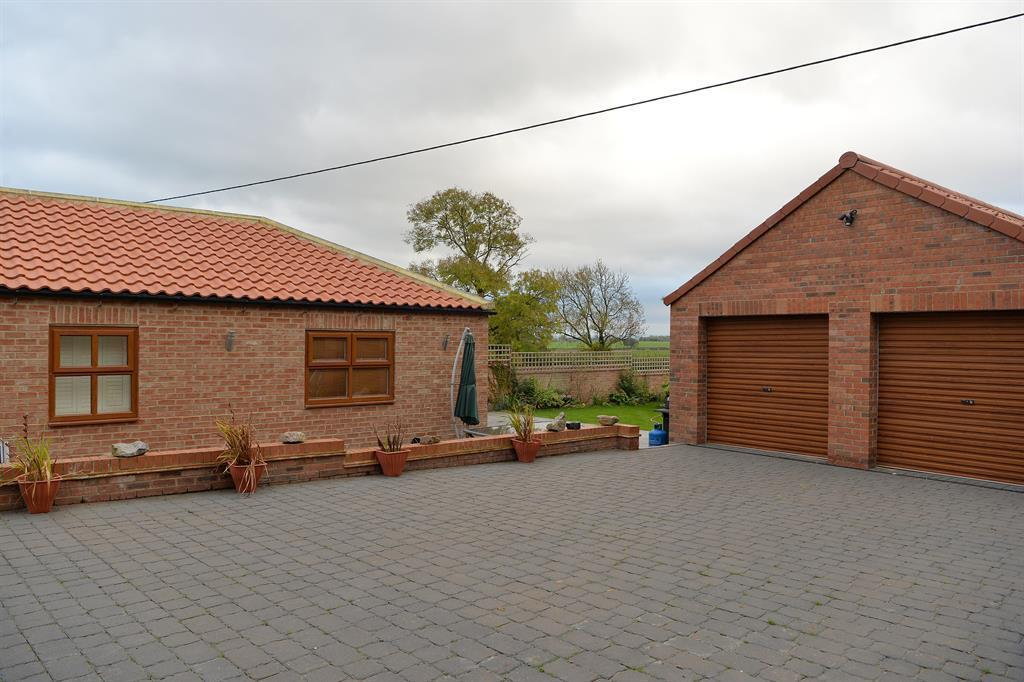 Bedroom detached house for sale in south cowton