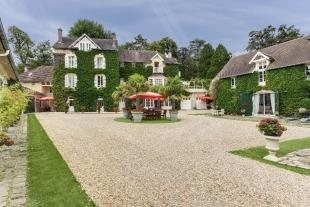 10 bedroom Character Property for sale in Chantilly, Oise, Picardy