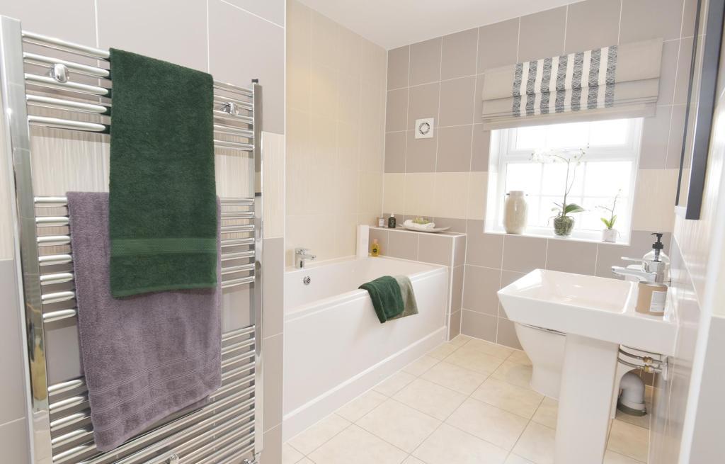 Buckingham Show Home - Family Bathroom