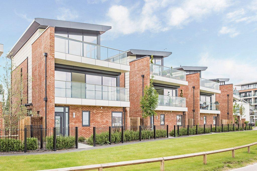 4 bedroom semi detached house for sale in newbury racecourse newbury rg14 rg14