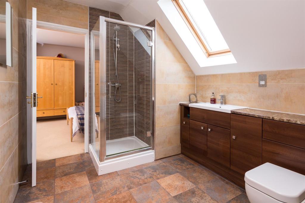 Jack'n'Jill Bathroom
