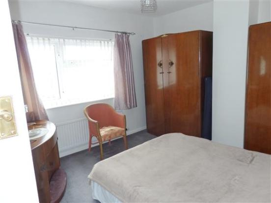 FRONT BEDROOM 2 :