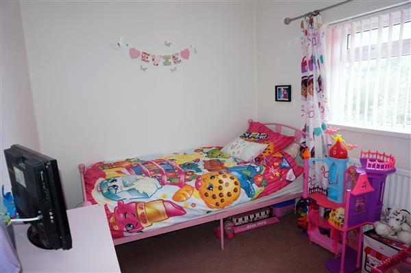 BACK BEDROOM 3 :