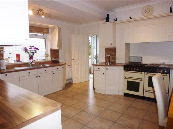 LARGE KITCHEN AND