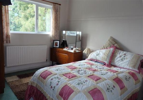 FRONT BEDROOM 4 :