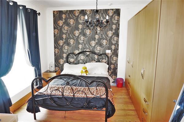 BACK BEDROOM 1 :