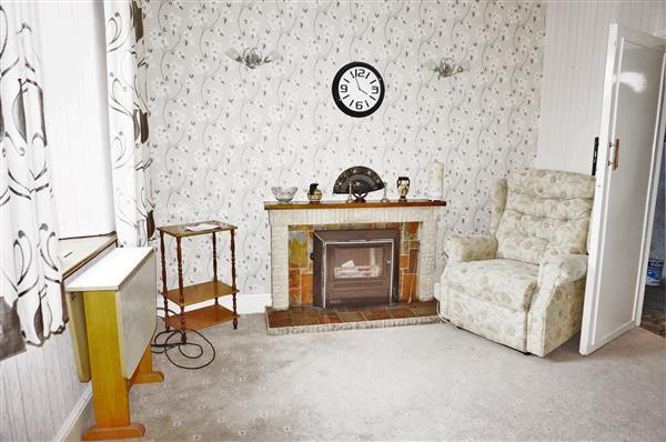 SITTING ROOM :
