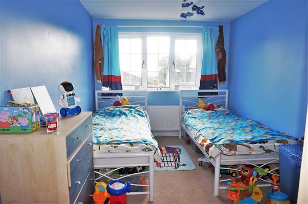 FRONT BEDROOM 1 :