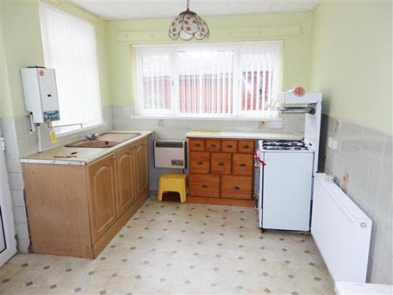L-SHAPED KITCHEN AND