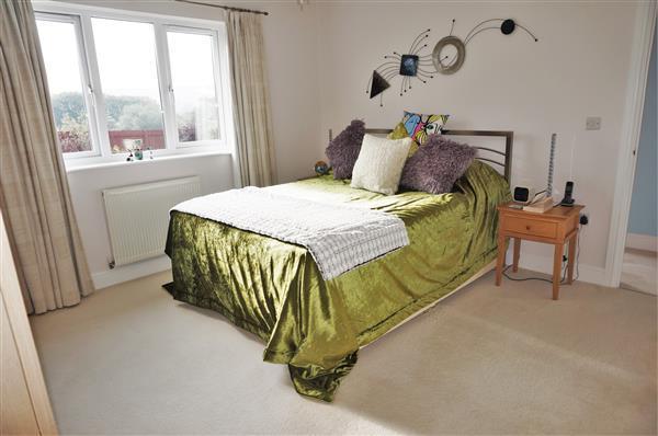 MASTER BEDROOM 1 :