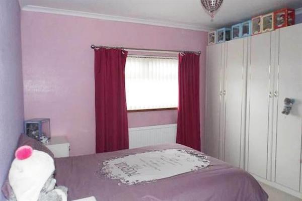 BACK BEDROOM 2 :