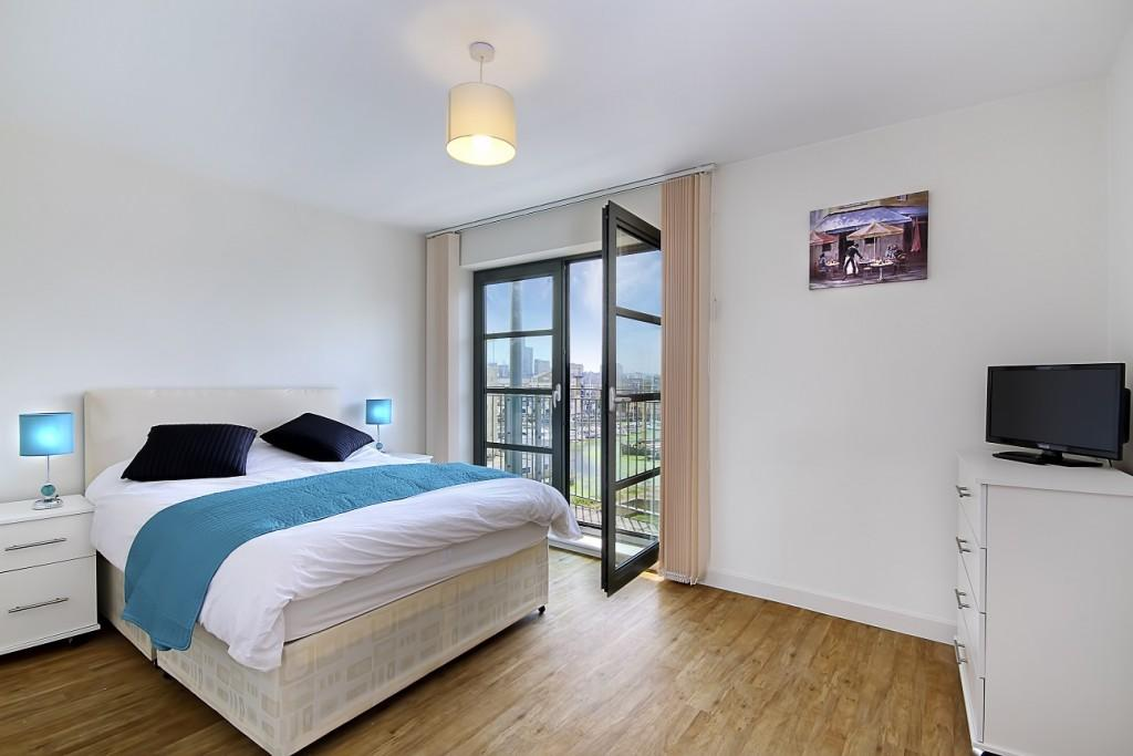 Spacious Double Bedroom With Private Balcony