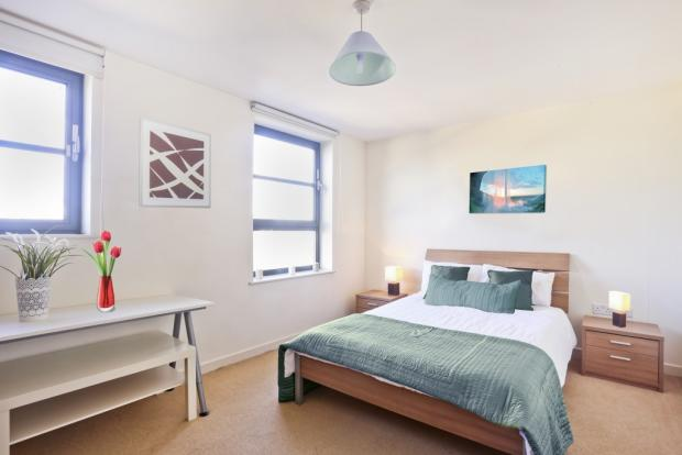Large and Bright Double Room