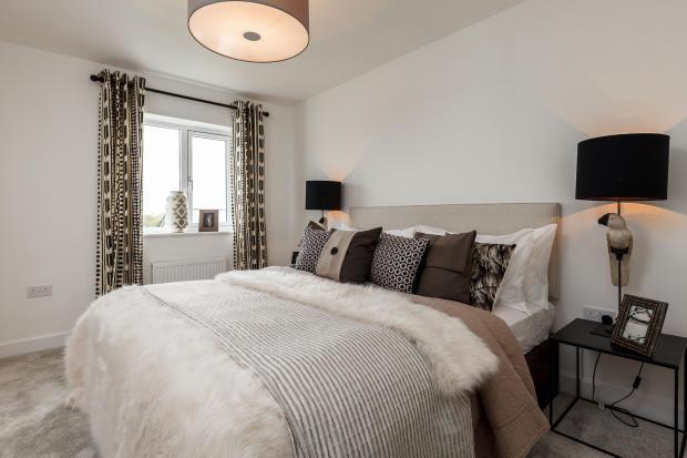 Royal_Ensleigh_Bedroom2