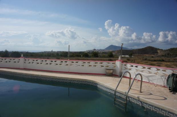 Pool, Mountains