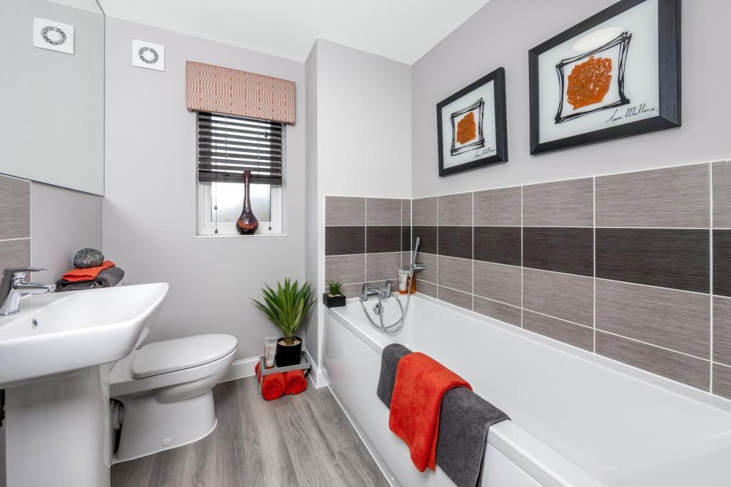 The Woodvale family bathroom at Beaufort Place, Crawley