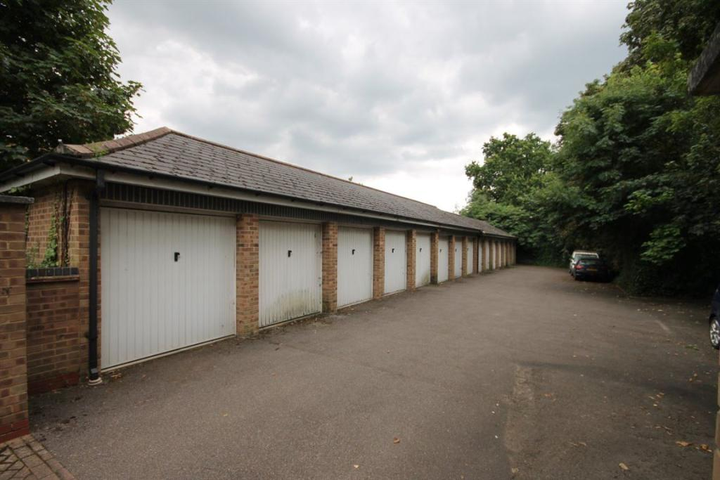Garage To Rent In High Road South Woodford E18