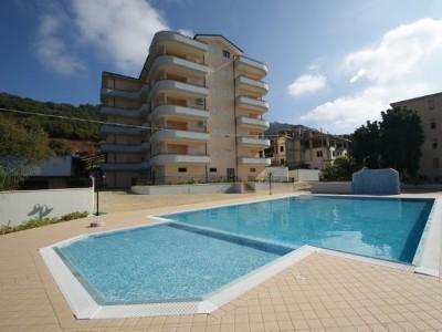 Fioribello and pool