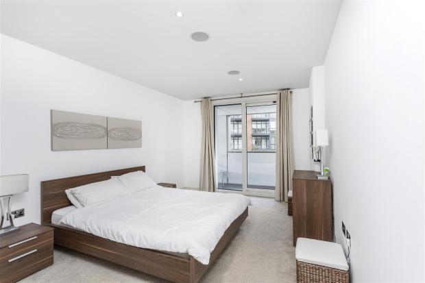 Master Bedroom (2).j