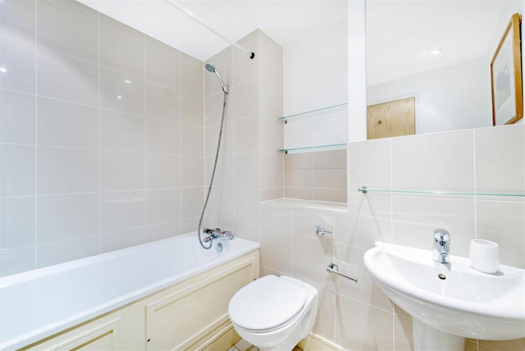2nd Bathroom (2).jpg