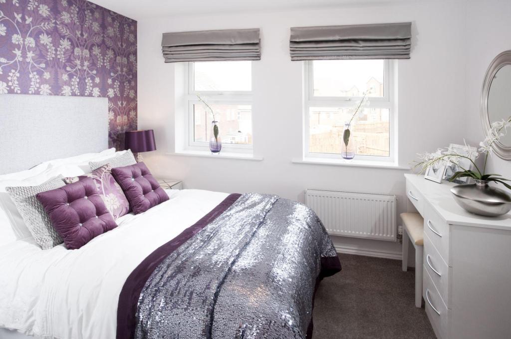 Master bedroom with en suite shower