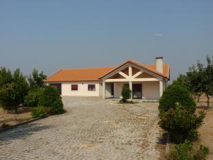 3 bed Village House in Carrapichana, Beira Alta