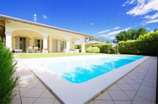 2 bed Villa for sale in Manerba Del Garda...