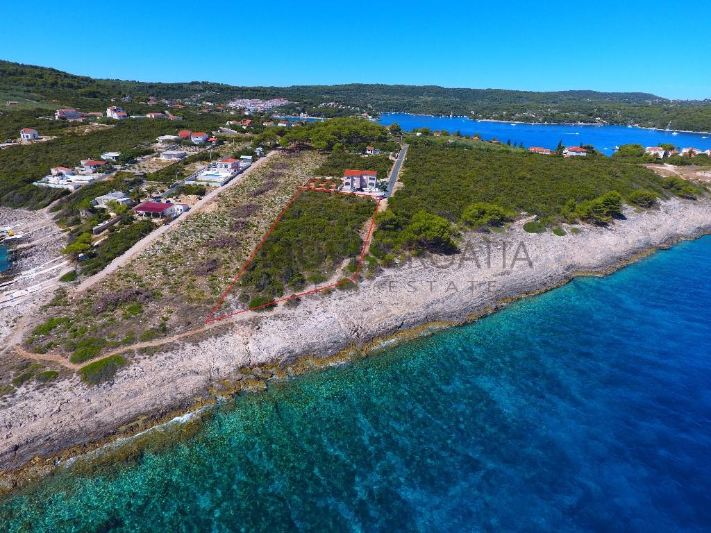 Plot for sale in Solta Island...
