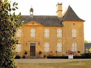 Castle in Lourdios-Ichère for sale