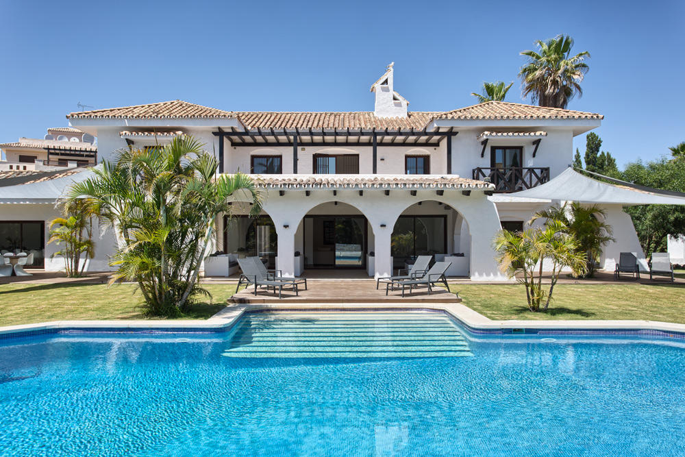 8 bed Villa for sale in Marbella, Málaga...