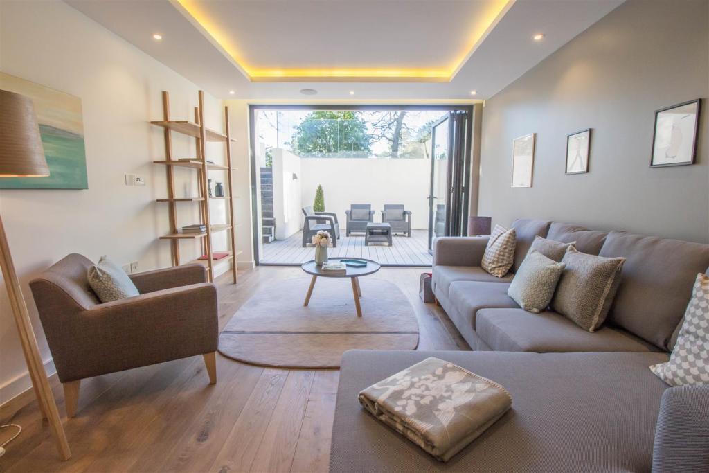 Builtform Developments,Lounge