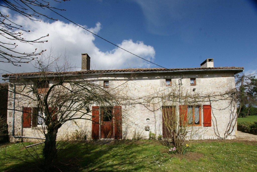 4 bed Town House for sale in Genouillé, 86250, France
