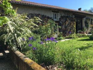 6 bedroom home in Breuilh, Dordogne...