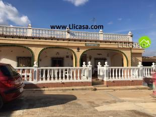 4 bedroom Villa in Vilamarxant, Valencia...