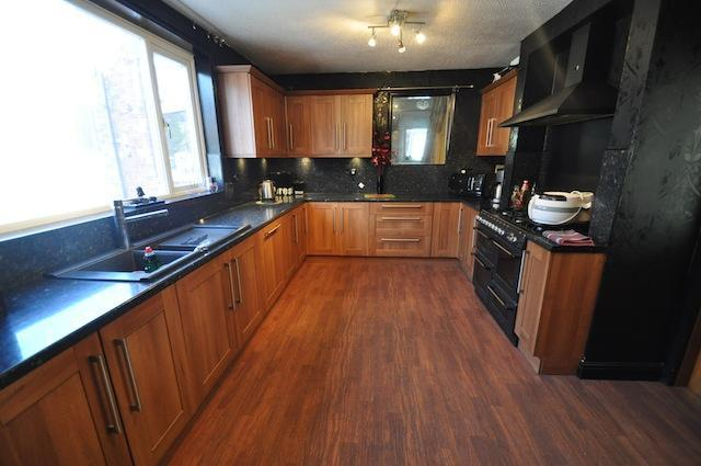 Spacious Fitted Kitchen