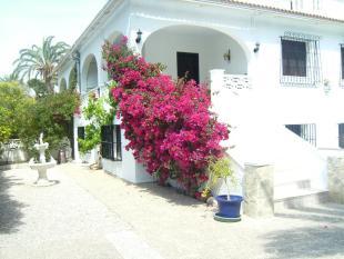 Villa for sale in Punta Prima, Alicante...