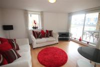 1 bed Flat in Basin Approach...