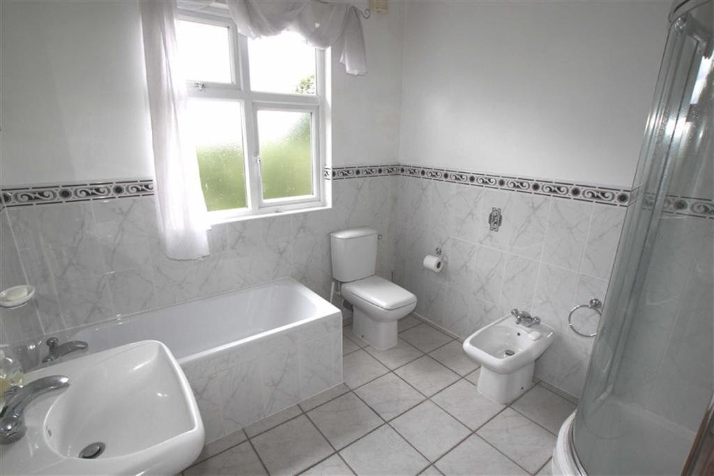 REFITTED BATHROOM RE