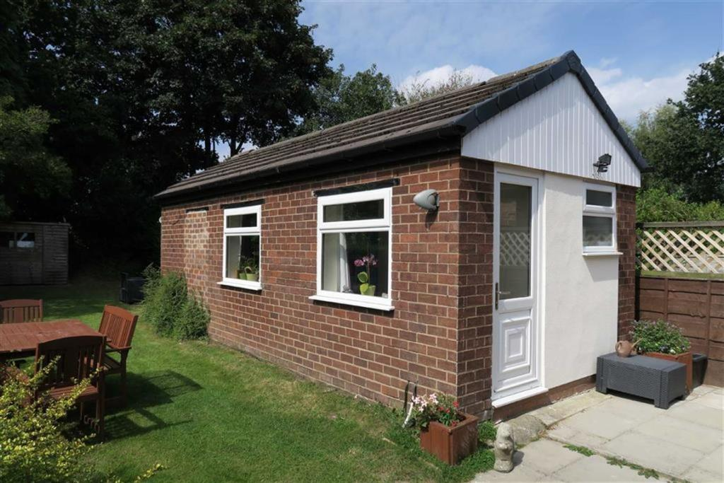 DETACHED ANNEXE